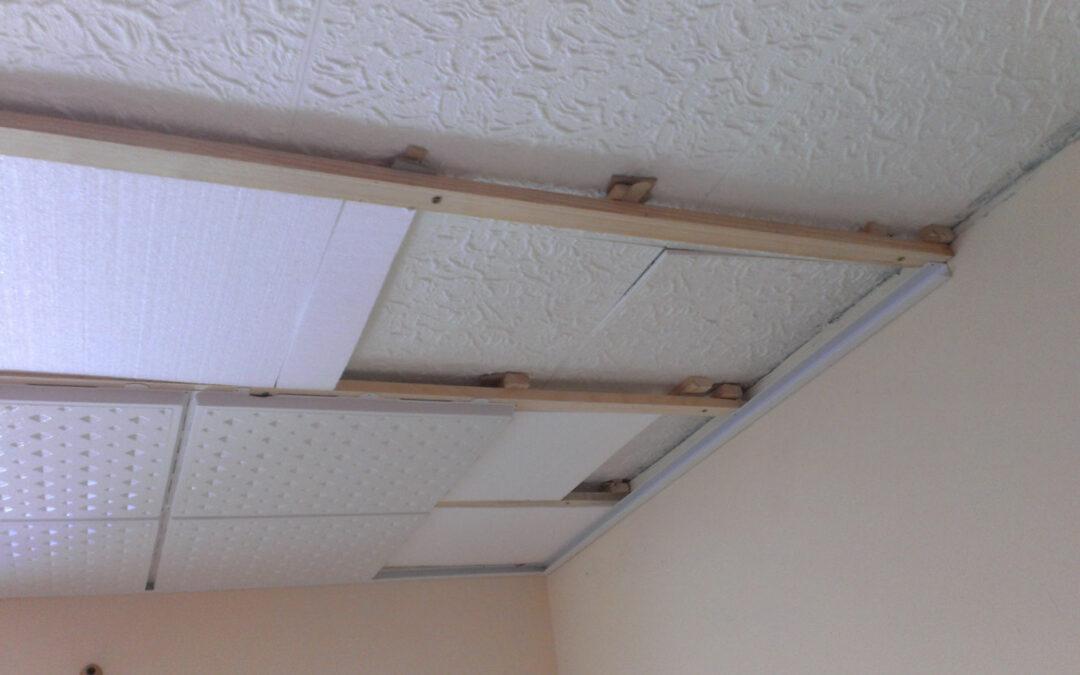 Čím obložit strop? Polystyren nebo plastové stropní podhledy od Stavoplast Straka?